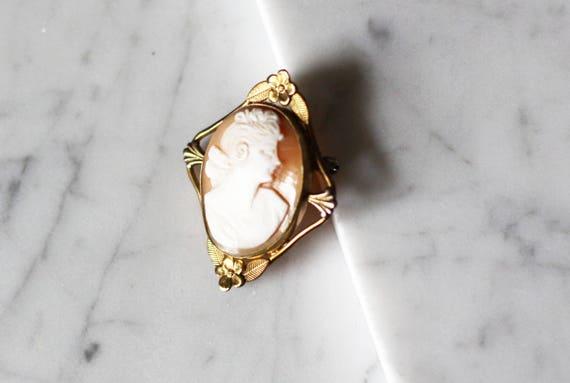 1930s cameo brooch // 1930s brooch// vintage brooch