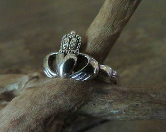 Sterling Silver Claddagh Ring Irish Celtic hands holding crowned heart