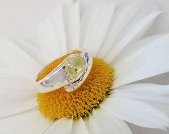 Sterling Silver Ring with Light Green Oval Stone (st - 2046)