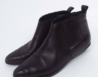 Vintage 90s Black Leather Ankle Boots -- Size 6