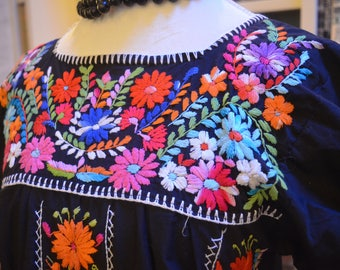 Vintage 1970s Mexican Oaxacan embroidered floral black caftan kaftan maxi dress S / M medium