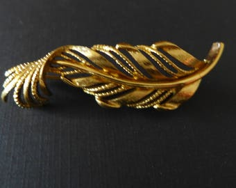 Vintage Monet Leaf Brooch/ Traditional Monet Pin/ Gold-Tone Leaf Pin/ Retro Jewelry