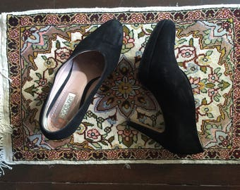 Footlight Suede Heel - Black elegant classic chic - super comfortable!