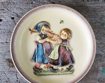 """MJ Hummel """"Spring Dance"""" 1980 2nd Anniversary Plate in Bas Relief in original box"""