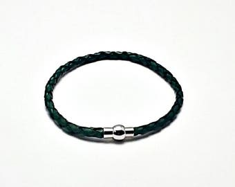 Pandora-style green leather wrap charm bracelet. Double or triple wrap.silver Magnetic clasp. Fits Thomas Sabo, Pandora and European charms