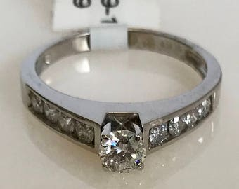 Beautiful 14k White Gold Engagement Ring with Side Stones