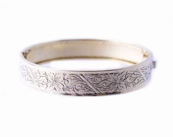 Gold Plated Floral Patterened Bangle