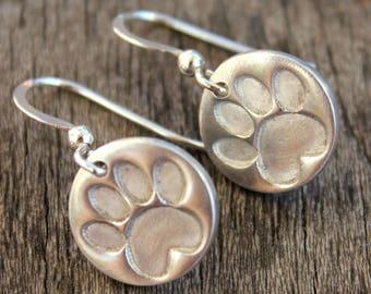 Silver paw print earrings, pawprint earrings, silver paw earrings, cat pawprint earrings, dog pawprint earrings, pawprint jewelry