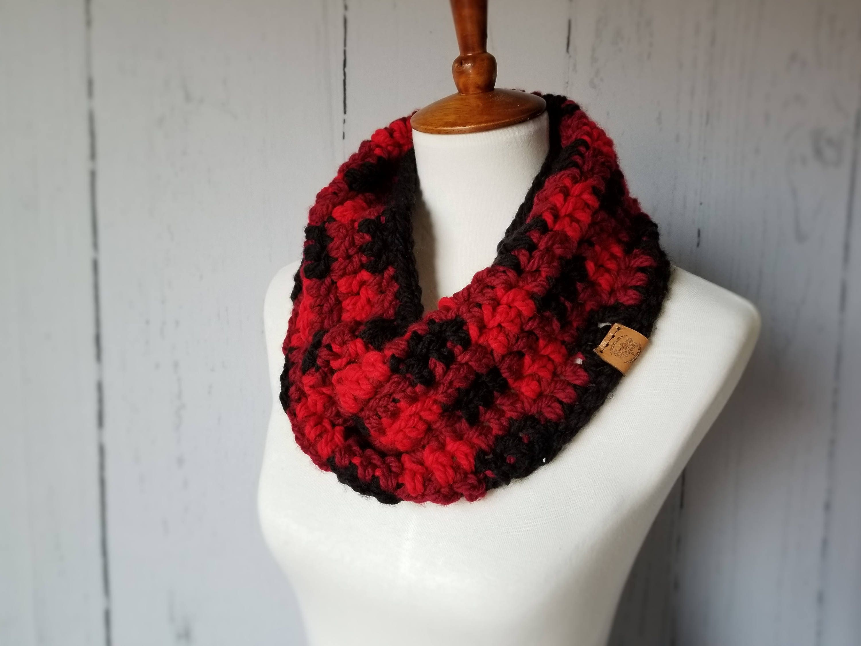Plaid Infinity Scarf // Buffalo Plaid Scarf // Knit Plaid // Crochet ...