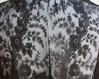Antique Edwardian 1900s Black Chantilly Lace Ladies Combing or Bed Jacket