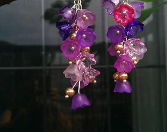 Dangling Earrings with Violette Flowers and Swarovski Pearls in Gold