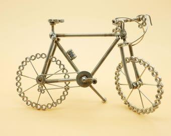 Mesures de vélo course VTT 24 x 15 acier support vélo artistique particulière art métal vélo sculptures art du recyclage recyclé
