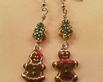 Gingerbread Couple with Trees  EE-159