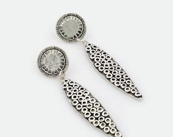 Texture earrings, Leaf shape earrings, Leave shape earrings, Silver Oval earrings, long earrings, Silver oval earrings, dangle oval earrings