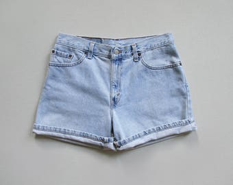 vintage levis shorts / relaxed fit denim shorts / 90s light blue jean shorts / made in usa / womens L