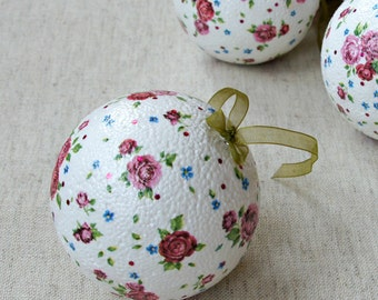 Ball ornaments shabby chic Christmas decoration country roses pink floral decoupaged balls Botanical Xmas tree romantic Old country roses