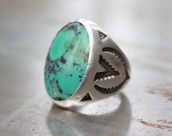 Huge (30 Grams)  Round Bell Trading Post Mens Ring w/ Beautiful Aged Turquoise