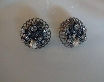 Vintage Clip on Earrings-