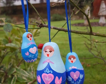 Hanging wooden decorations - russian nesting matryoshka dolls - doll decorations