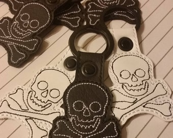 Skull Crossbones Black White Vinyl Vegan Key Ring Zipper Pull Pirate Beware BagTag
