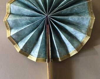 Paper Fan with Magnetic Closure/Open