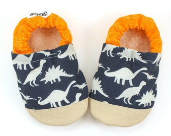 baby dinosaur shoes, dinosaur booties, soft sole shoes toddler boy slippers dinosaur slippers t-rex baby shoes with dinosaurs baby boy shoes