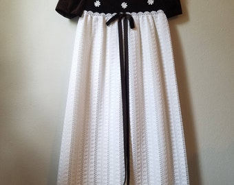 Vintage Girls Brown Velvet and White Lace Maxi Dress  by Youngland- Size 8/10 - Like New Condition - Piano Recital Dress