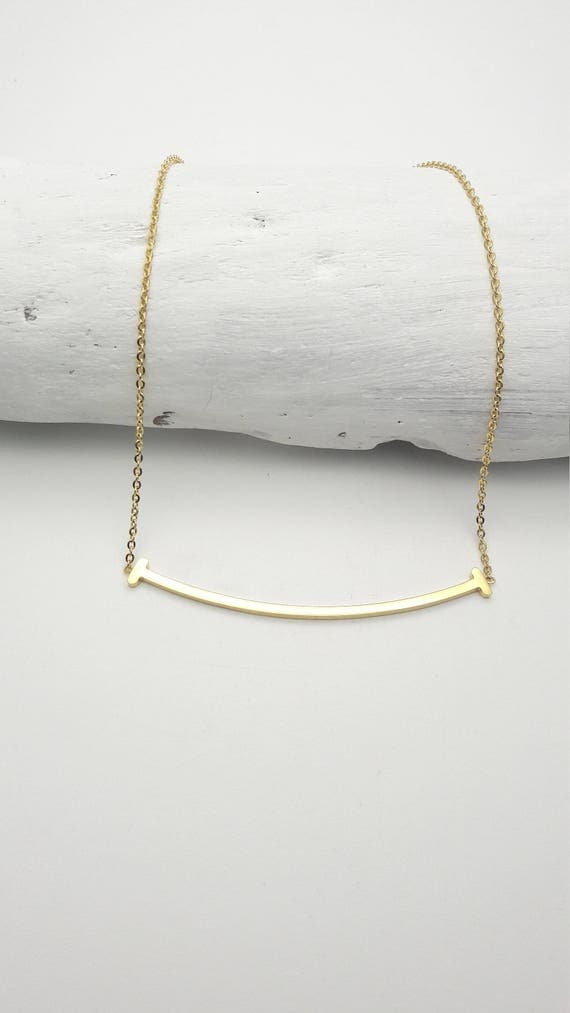 Smile Necklace Curved Bar gold 18k plated on stainless steel hypoallergenic