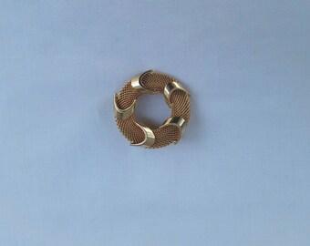 Vintage Gold Tone Wreath Brooch | pin