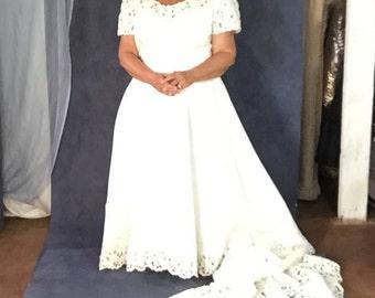 Vintage Custom Made PLUS SIZEWedding Dress with Long Train