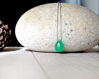 Chrysoprase necklace. Minimalist necklace with Chrysoprase pendant gemstone and silver nuggets. Chrysoprase woman necklace. Gifts for her.