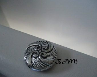 Set of 2 black and silver beads 25mm beautiful patterns