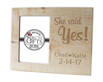 Personalized Engagement photo frame/Hardwood walnut/cherry/maple engraved picture frame, wood picture frame, engagement picture frame