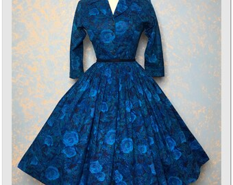 Gorgeous vintage 1950s Floral roses 50s cotton dress full circle skirt Shirtwaist sundress
