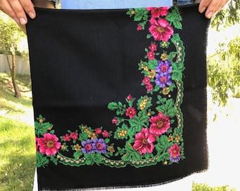 Russian shawl Russian scarf Ukrainian shawl Vintage shawl Wool shawl Floral scarf Black shawl Head scarf Folk shawl Black scarf Wrap USSR