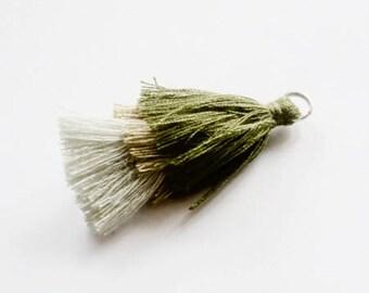 Breloque pompon tricolore Kaki / beige / gris