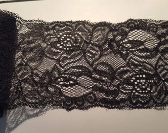 Beautiful wide strip of lace worked 8 cm