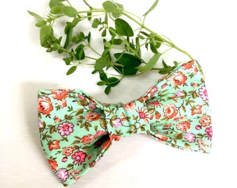 Mint Boho floral dog bow tie - Floral bow tie - Summer Wedding bow tie - Dog gift - Pet gift - Dog Mom gift - Mint Dog accessories