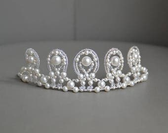 Tiara wedding pearls and Crystal, pearls and Swarovski crystals - bridal tiara, wedding crystal crown, white