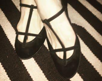 Ink black suede 1950s rock N' roll ballet flats. Size:8.5/9