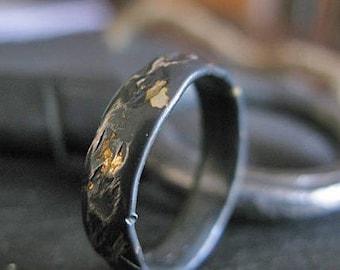 Mens Wedding Band Black Ring Distressed Unique Mens Wedding Band Rustic Mens Wedding Ring Mens Wedding Bands Viking Wedding Ring Black Gold