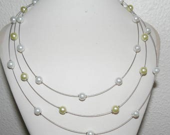 Necklace 3 rows of green and white pearls