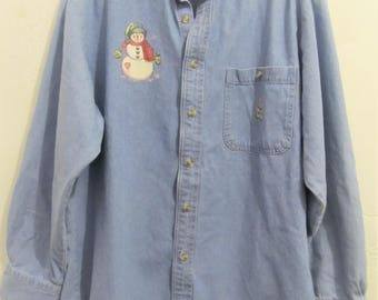 A Women's Vintage 80's,Long Sleeve,Faded Blue CHRISTMAS Time DENIM Shirt By LA Loving.M