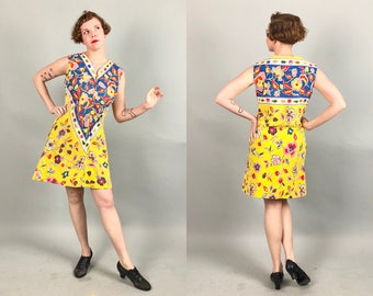 Vintage 1960s Dress | 60s Psychedelic Yellow and Blue Shift House Dress Bathing Suit Swimsuit Beach Coverup with Large flowers | Large