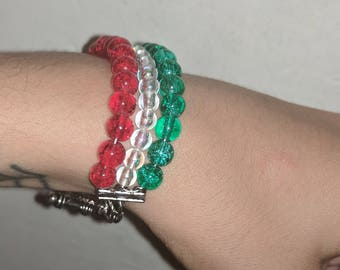 Christmas bracelet, beaded bracelet, green and red beaded bracelet, t-bar fixing bracelet, gift, jewellery,gifts for her, stocking stuffers