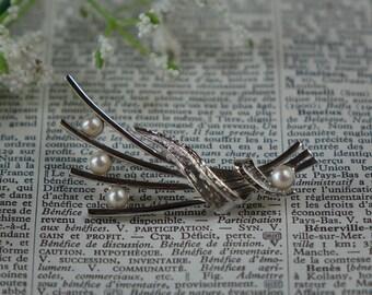 Vintage BROOCH - Cultured Pearls Brooch - Silver Tone Brooch