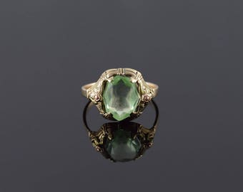10k 1960's 12x10mm Green Glass Tri Color Floral Setting Ring Gold