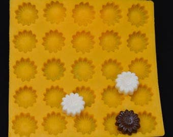 "1-1/4"" Daisy Flexible Mold--Daisy Cream Cheese Mint Mold, Butter Mints, Chocolate, Fondant, Etc."
