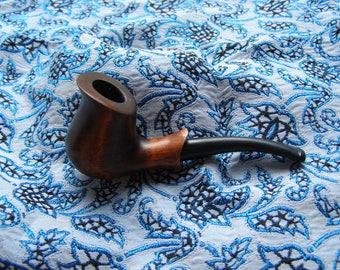 small smooth smoking pipe