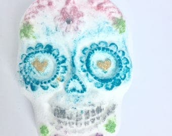 Skull Bath Bomb - Sugar Skull - Day of the Dead Favors - Dia de los Muertos -Halloween Bath Bomb - Halloween Party Favor - Skull Favors